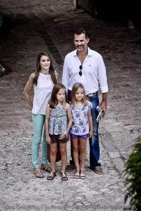 Principes de Asturias con niñas en la Granja-9979